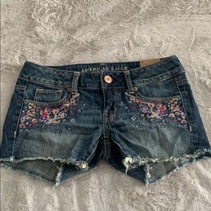 Embroidered jean sorts